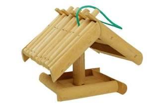 Drewniany karmnik dla ptaków – z zawieszką TD007