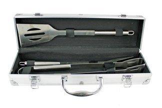 Zestaw akcesoriów do grillowania w eleganckim,aluminiowym etui MG111 Mastergrill